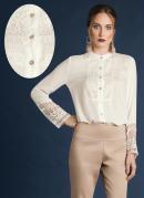 Camisa com Detalhes em Renda Off White