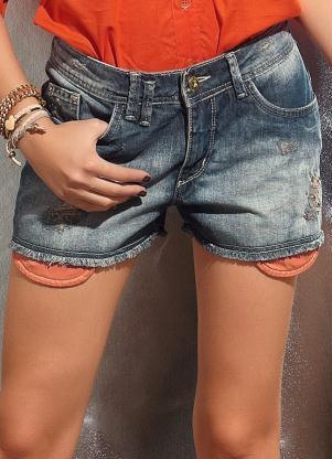 Short Jeans Feminino com Aplique de Tachas (Azul)