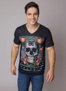Camiseta Preta com Estampa de Caveira