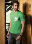 Camiseta Verde Bolso Estampado